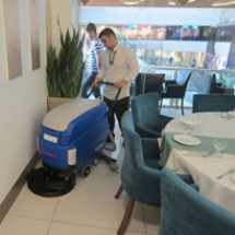 restaurants-scrubber-dryer شستشوی کف رستوران ها