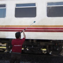 cleaning of trains شستشوی قطار