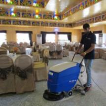 floor-cleaning-scrubber زمین شوی رستوران