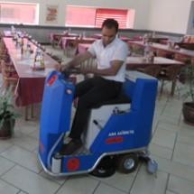 restaurant-ride-on-scrubber کف شوی سرنشین دار رستوران