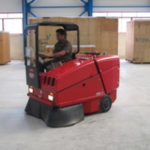 industrial-warehouse-sweepers نظافت انبار و محوطه های صنعتی