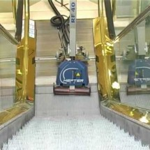 escalator cleaning device دستگاه پله برقی شوی مکانیزه