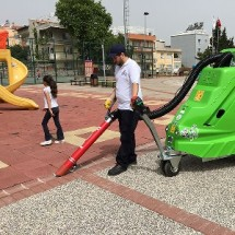 clean urban entertainment centers with suckers نظافت مراکز تفریحی با مکنده شهری