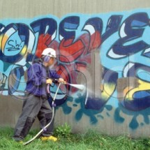 removal graffiti with high pressure washer حذف تبلیغات دیواری با واترجت صنعتی