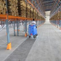 wash the floors of the warehouse using a scrubber شستشوی سطوح کف انبار با اسکرابر