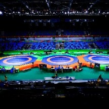 washing and disinfection of wrestling mats شستشو و ضد عفونی تشک کشتی