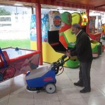 amusement park cleaning نظافت شهربازی سرپوشیده
