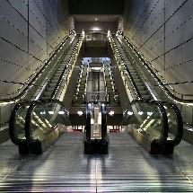 washing of escalators and traveltors شستشوی پله ها و رمپ های برقی