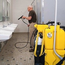 cleaning restroom with high pressure spry vac نظافت سرویس بهداشتی با استفاده از دستگاه اسپری مکش