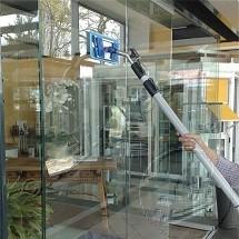 indoor glass cleaning in shopping center شستشو و نظافت نمای داخلی مراکز تجاری
