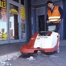 sweeper restaurant outside نظافت محوطه بیرونی رستوران با سوییپر دستی
