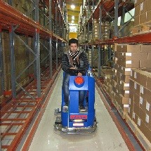 warehouse cleaning scrubber dryer خدمات شستشوی کف انبار با اسکرابر