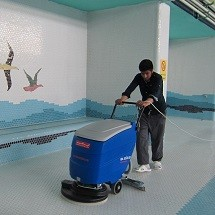 pool floor scrubber dryer کاربرد اسکرابر در محوطه استخر