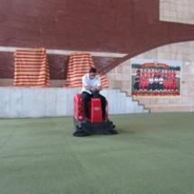 broom artificial grass نظافت چمن مصنوعی با سوییپر صنعتی