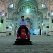 broom-manned جاروب محوطه مراکز مذهبی