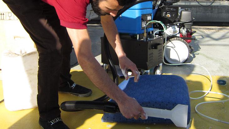 چگونه صندلی ماشین را خشک کنیم